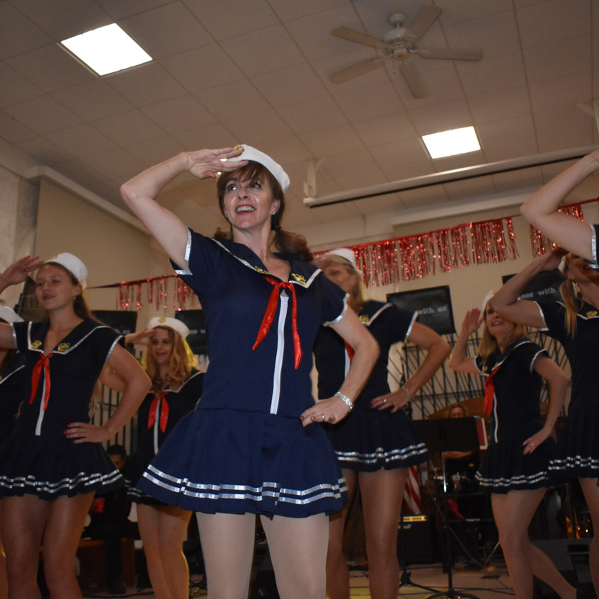 Tanec Claire a Q salute - 1