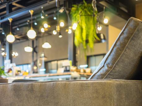 リビングルームの主役になれるソファ。UNKOCHAN一番人気カウチソファとオリジナルデザインの二人掛けソファを紹介