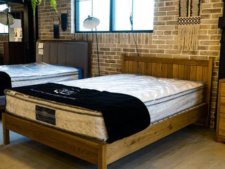 UNKOCHANオススメのお二人用ベッドフレームをご紹介!ツイン・ダブル・クイーン・キングの違いも解説します。