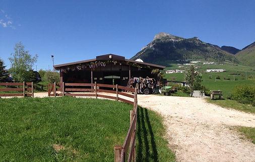 la scuderia principale del centro equitazione ai schinchi a fosse, lessinia, verona