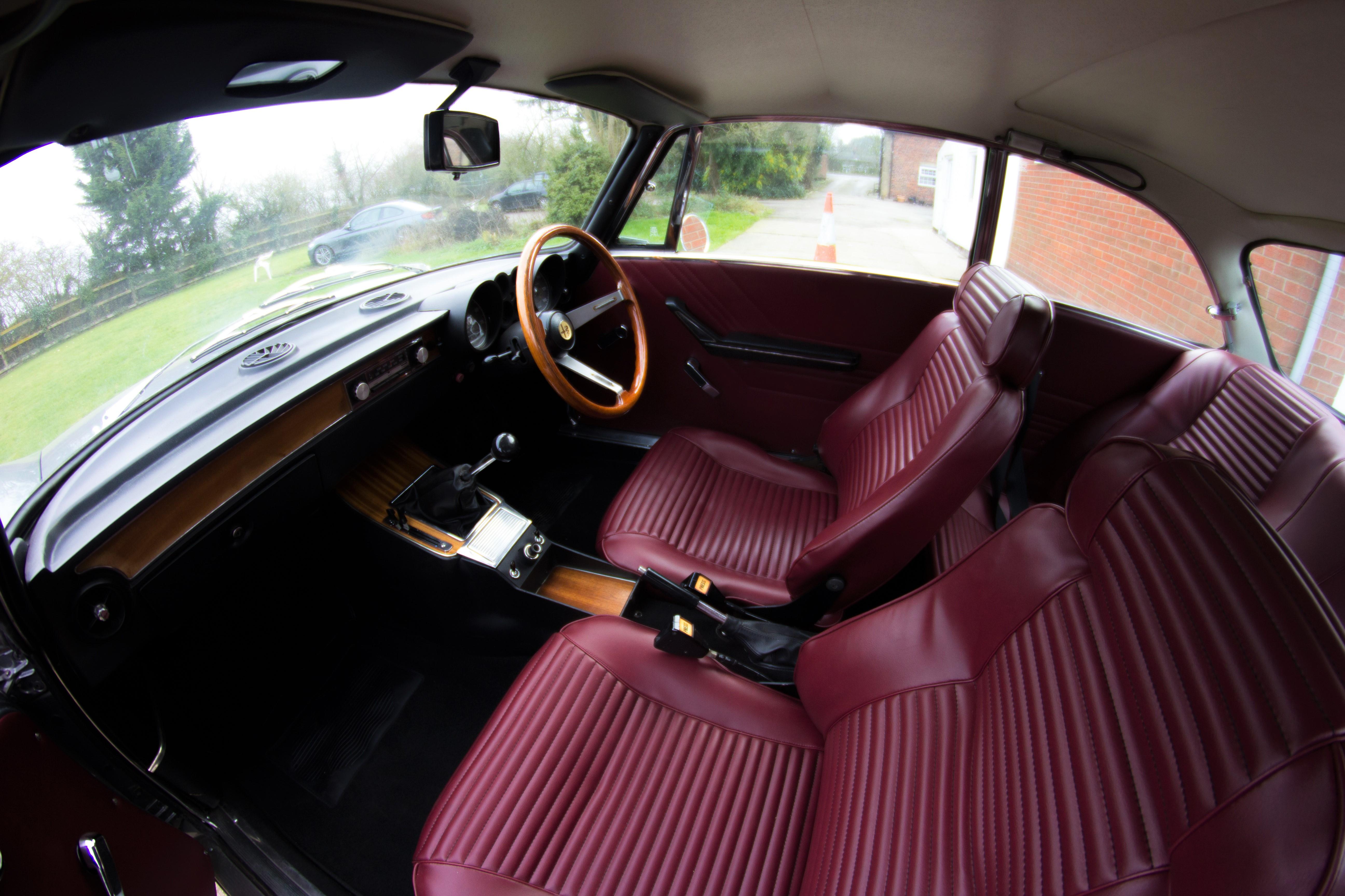 Alfa Romeo 2000 GTV Interior