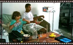 Luan Neu watching TV