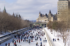 Rideau-Canal-Skateway-with-Fairmont-Chateau-Laurier-in-background-7138-credit-Ottawa-Touri