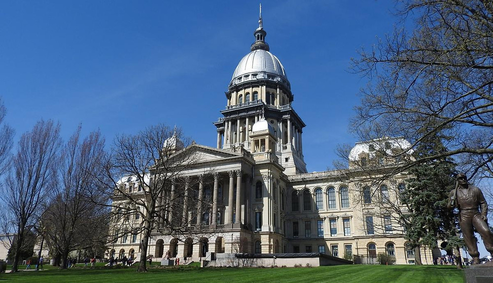 The exterior of the Illinois State Capitol Building on a sunny day