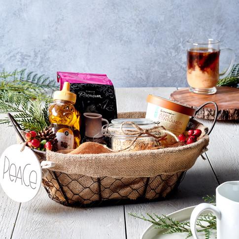 HostingGifts_BreakfastBasket_6828_RETOUC