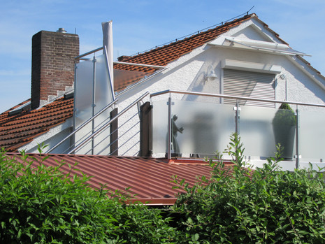 Geländer an Dachterrasse und Treppe