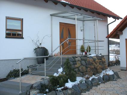 Überdachung Hauseingang und Geländer