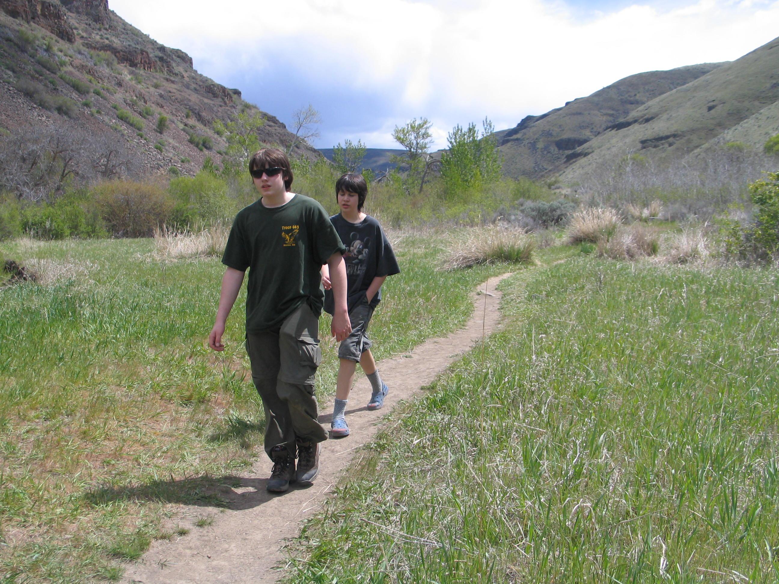 Umtanum Canyon trail boys 05-07-11 Raines 7697