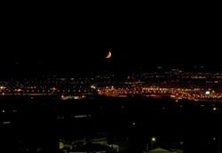 La luna sobre la ciudad