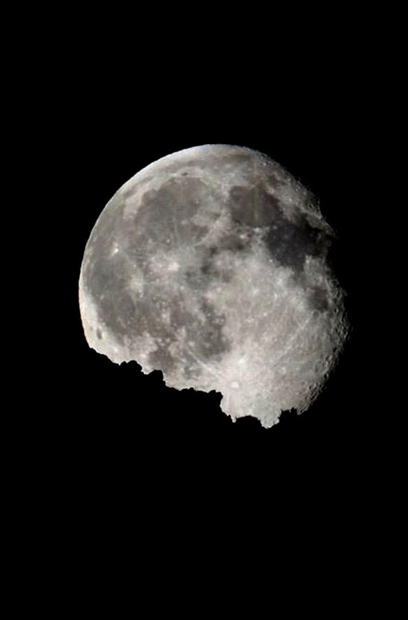 La Luna saliendo tras el horizonte