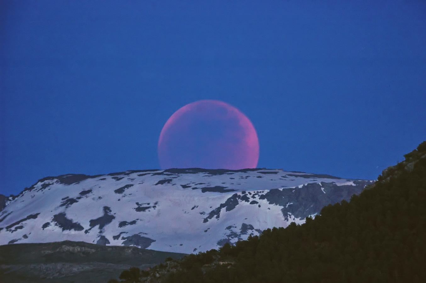Luna saliendo eclipsada el 15/5/2011