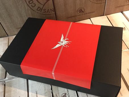 『紅騎士』『白騎士』セットギフトBOX発売! 真紅の熨斗(のし)にCAVALIERE(騎士)魂を込めて