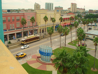 1024px-Channelside_Bay_Plaza_in_Tampa,_F
