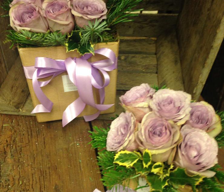 Cubo con fiori freschi