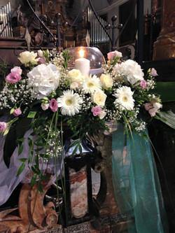 composizione di fiori e candele