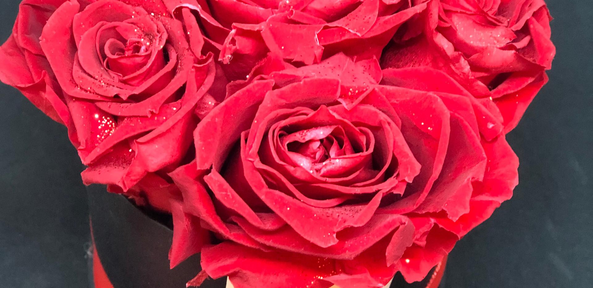 Cappelliera con rose eterne