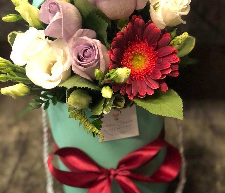 Cappelliera alta con bouquet colorato