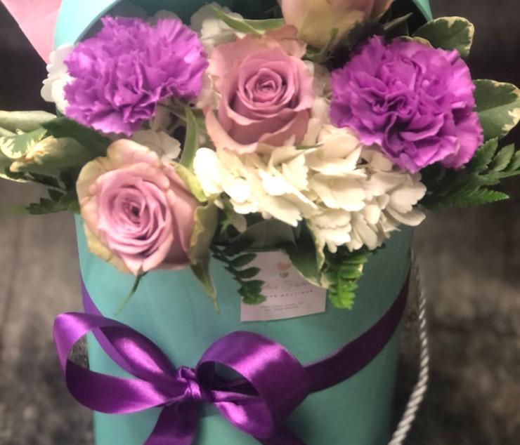 Cappelliera alta con bouquet