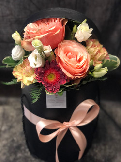 Cappelliera alta con fiori freschi