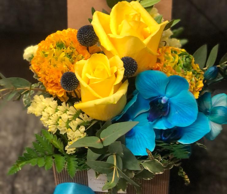 Scatolina avana con fiori freschi