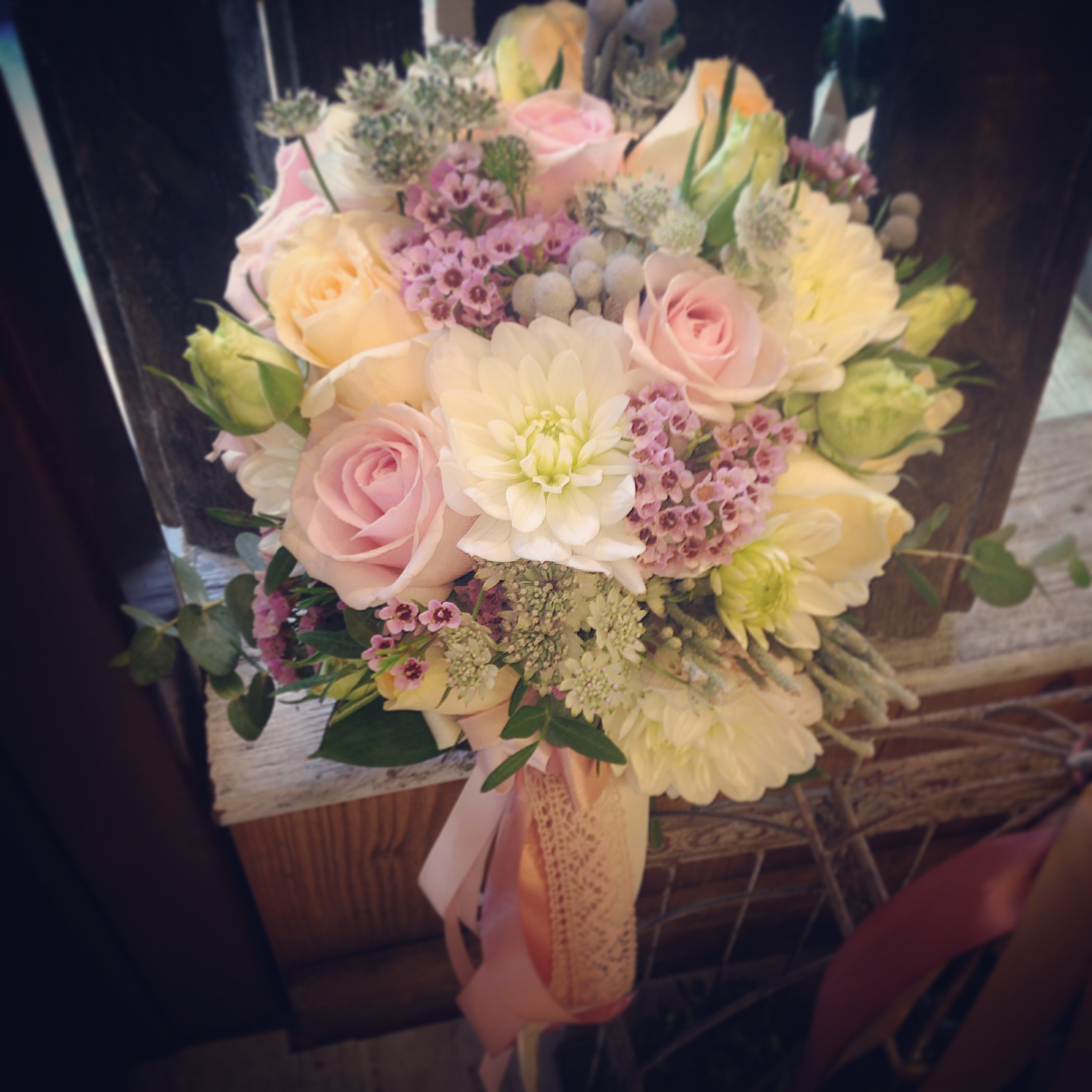 bouquet sposa dalie e rose