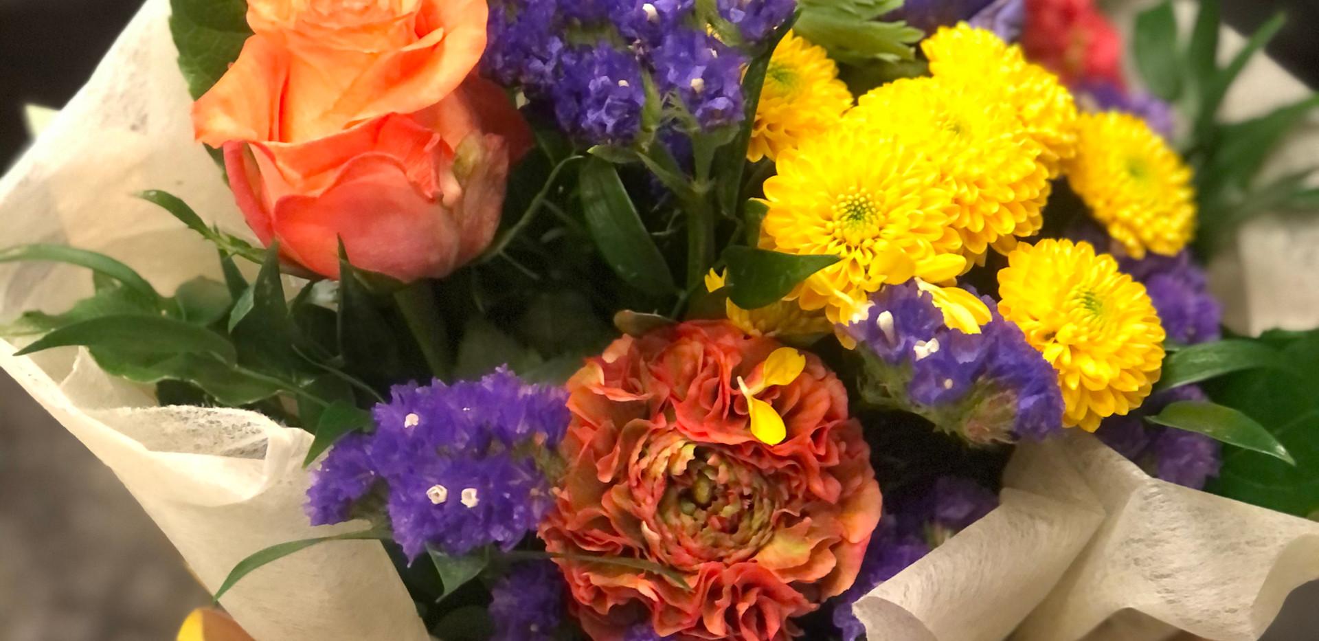 Bouquet con fiori freschi
