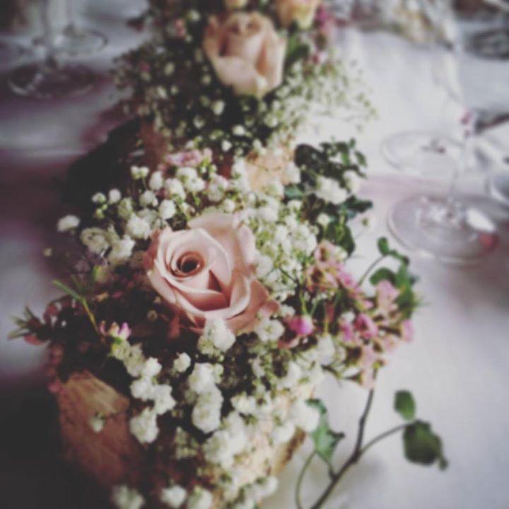 #rusticflower #centrotavola #wedding #rose #roses #anticafioreriaaosta #gypsophila #flowerboutique #