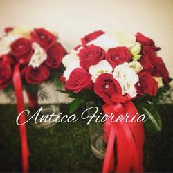 #weddingbouquet #redwedding #matrimonio #sposi #fiori #fioripermatrimoni #redroses #roserosse #antic