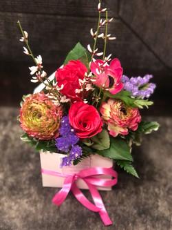 SCatolina con fiori freschi