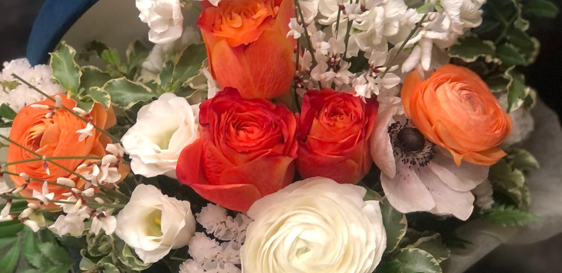 Cappelliera con fiori freschi