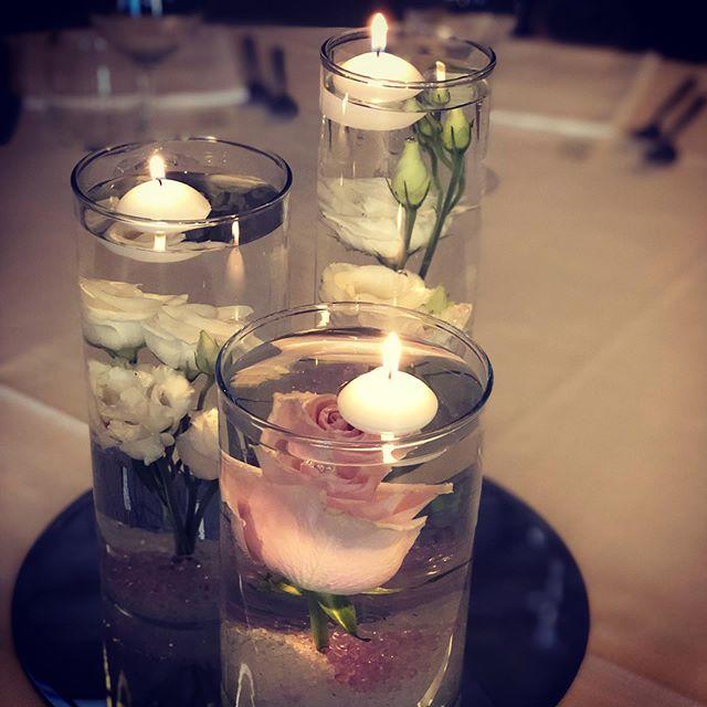 Centrotavola con fiori sommersi e candel