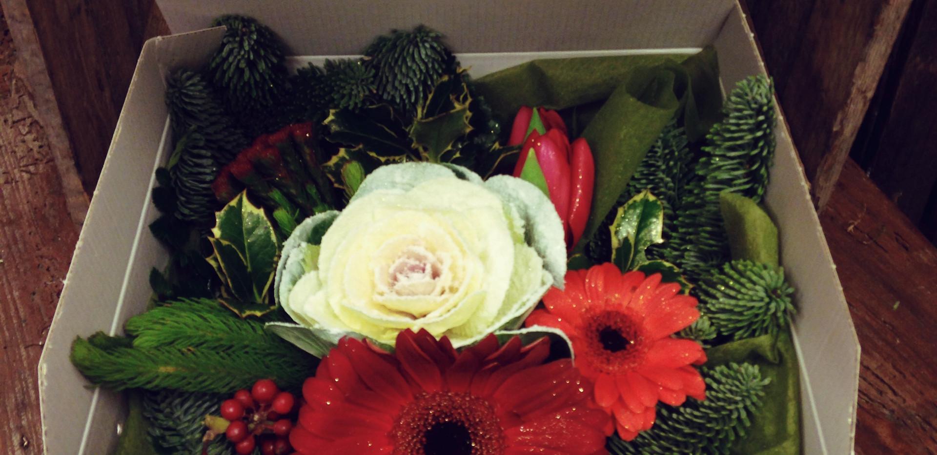 SCatola scrigno con fiori freschi