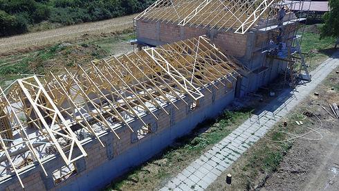szeglemezes tető összeállításának lépései