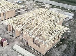 Családi ház szeglemezes tetőszerkezettel