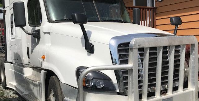2014 Freightliner Cascadia - White