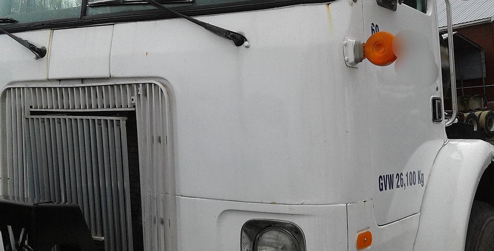 Volvo Daycab - White (2001)