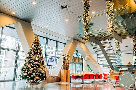 Kerstdecoratie entree bedrijf