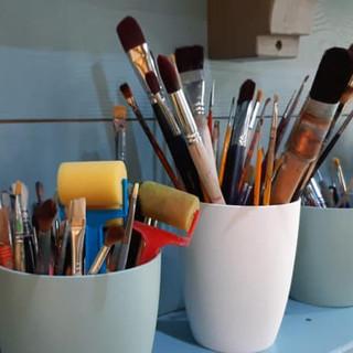 Vue atelier, les pinceaux