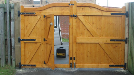 Swan Neck Gate with Access Door (rear)