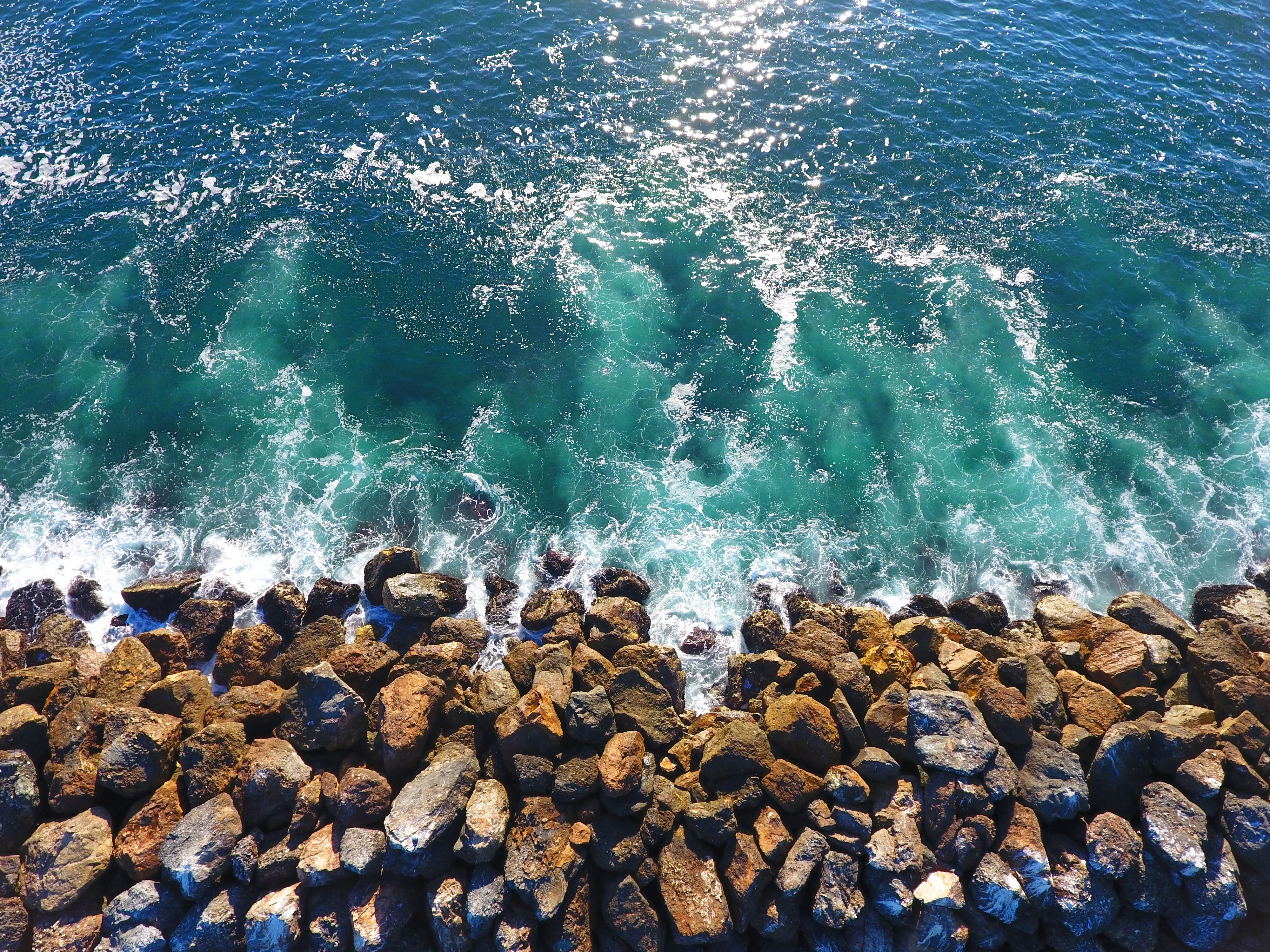 Rock wall wave