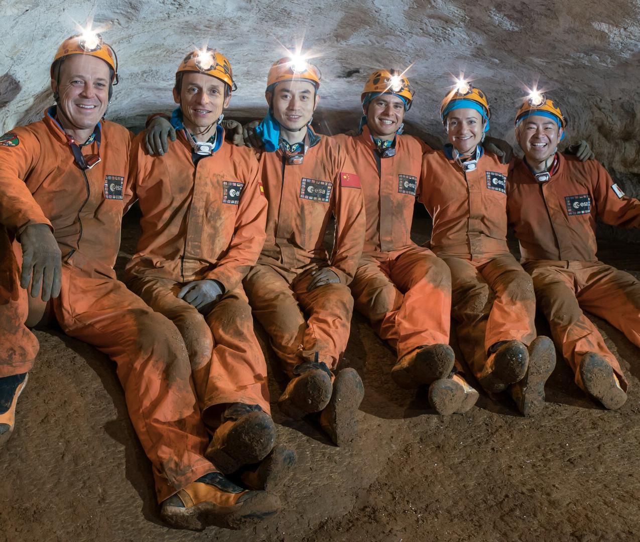 Cavenauts_2016_underground_pillars