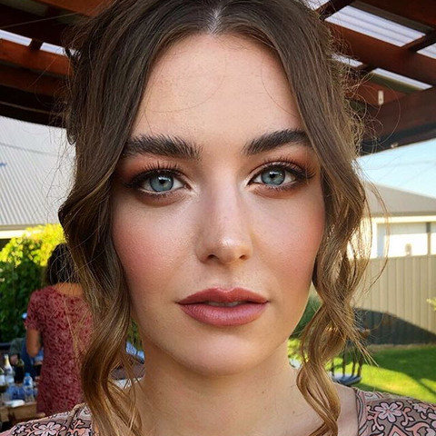 Gorgeous bridesmaid look on the beautifu