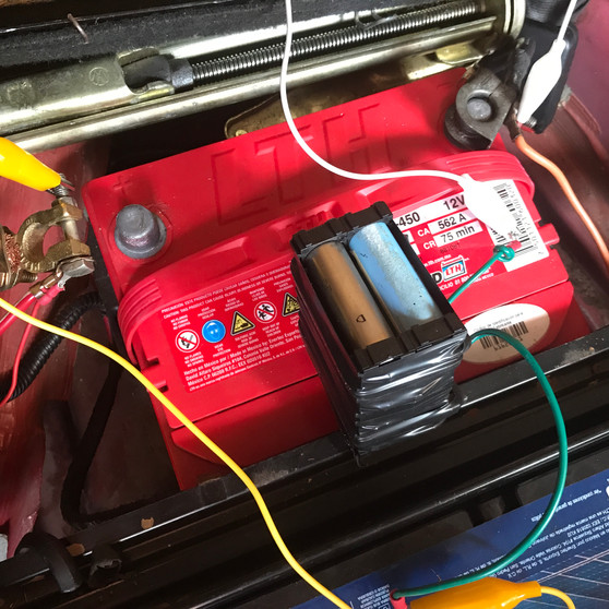 8 baterías 18650 vs 1 de ácido plomo