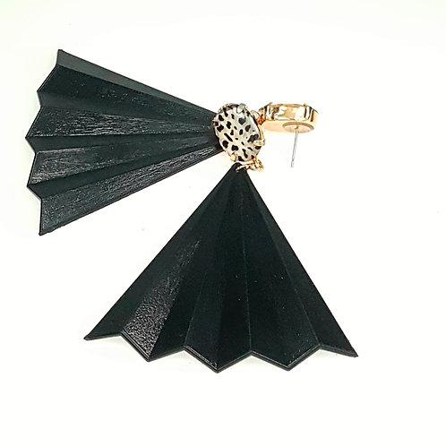עגילי מניפה שחורים עם נגיעה מנומרת