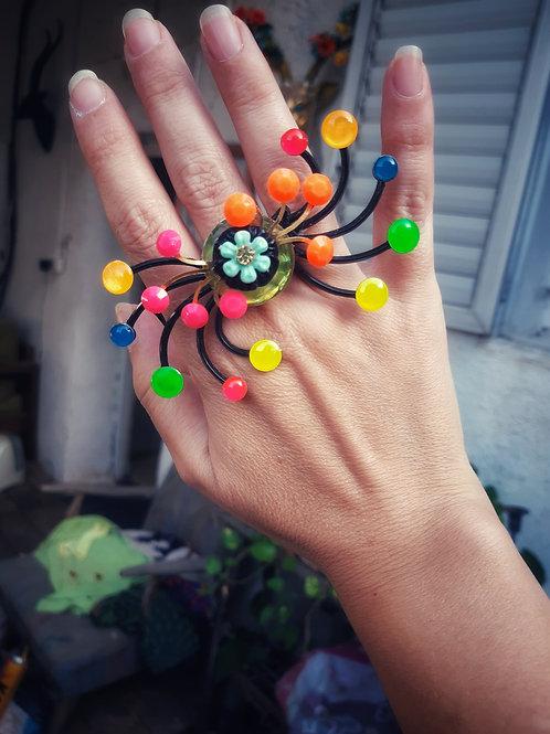 טבעת טווס בצבעי הקשת