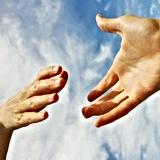 une main qui tend vers l'autre.png