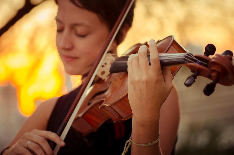kallie ciechomski, viola hands