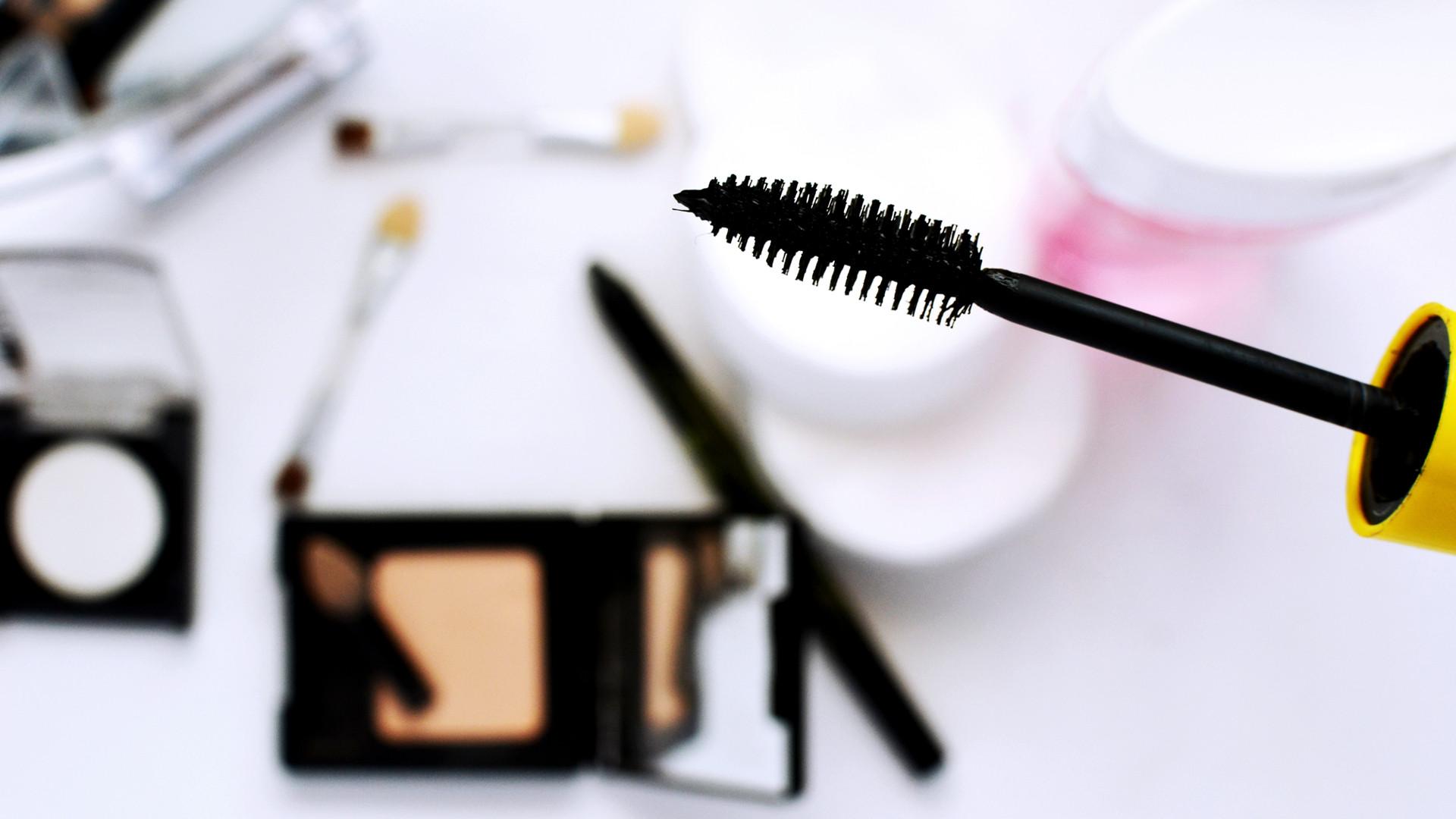 La leçon de maquillage avec son shopping