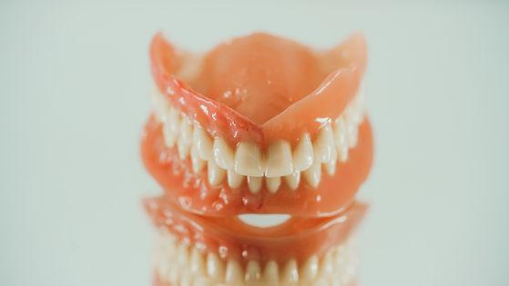 ZahnStyle   Dentallabor - Leistungen Totalprothesen