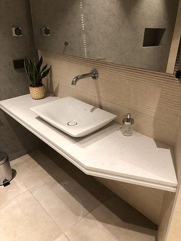 столешница в ванную комнату из кварцевог